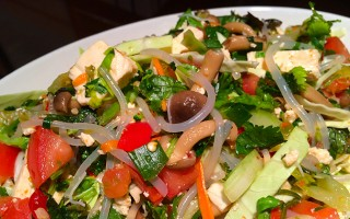 How to make a healthy Spicy Thai Salad